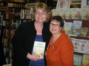 Sharn Farnell (left) and author Debbie Macomber